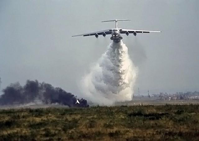 Эксперементально доказано, что интенсивности сброса воды даже с такого мощного самолета как ИЛ-76 не достаточно для...