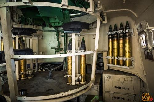Поворот орудийных башен осуществлялся с помощью электрического или ручного привода.