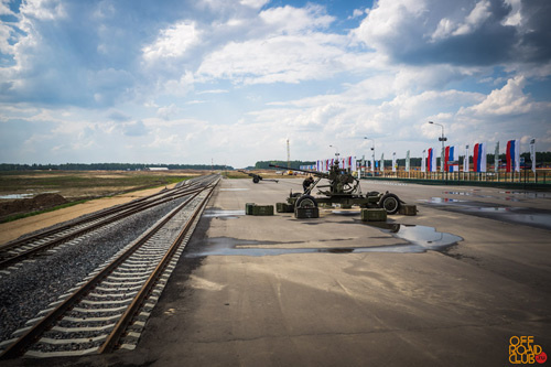 Станция «Парк Патриот» встречает гостей не только мотоброневагоном, но и образцами артиллерийского вооружения.