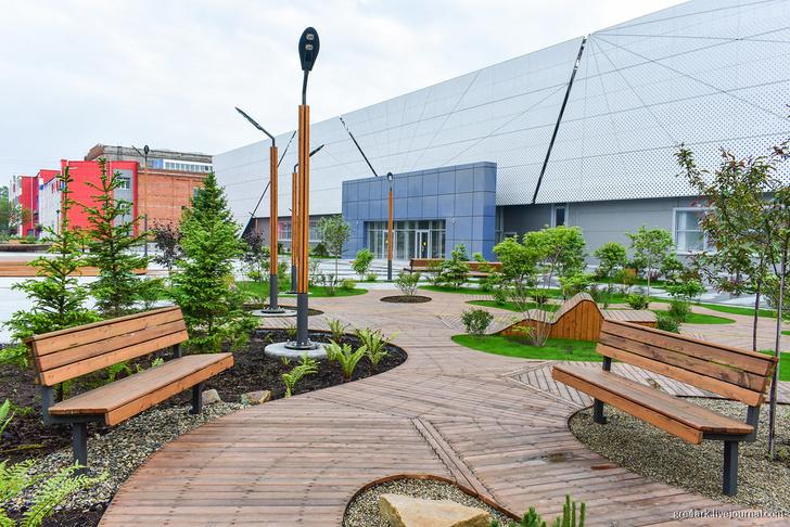Площадь у завода. Владивосток