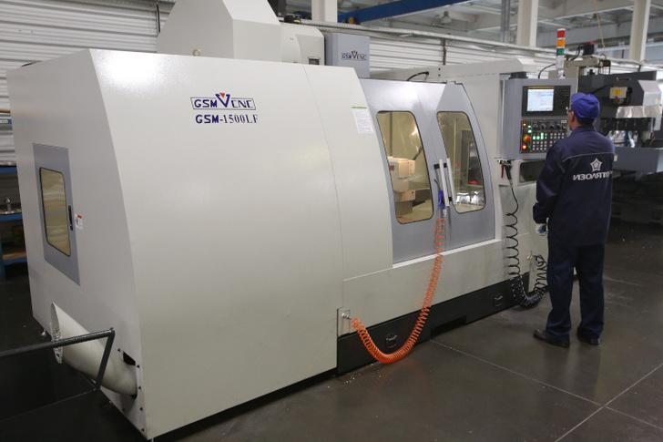 Новый фрезерный обрабатывающий центр с числовым программным управлением в механическом цехе завода «Изолятор»