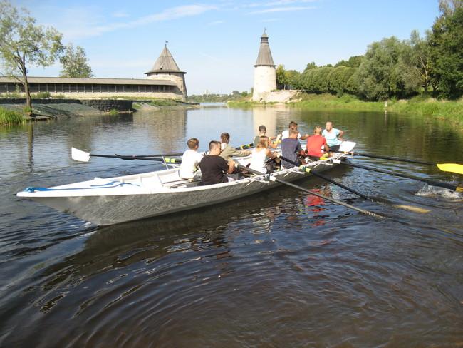 На фото: лодка