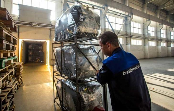 Мотобуксировщики упакованы и готовы к отправке покупателям