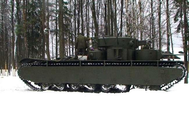 Танк Т-35А (заводской номер 0197-7) на ходу в Кубинке.