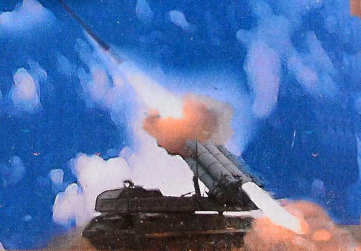 "Фото пуска ракеты СОУ ЗРК ""Бук-М3"", испытания 14.12.2011 г. (https://sdelanounas.ru/)."