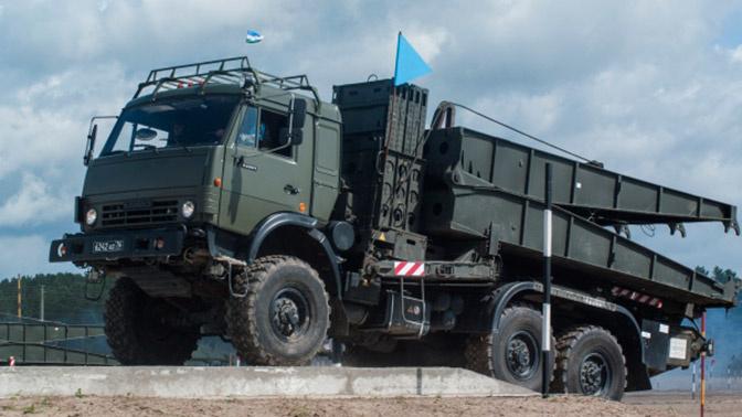 Инженерные войска ВВО получили КамАЗ-мост и танк-сапер