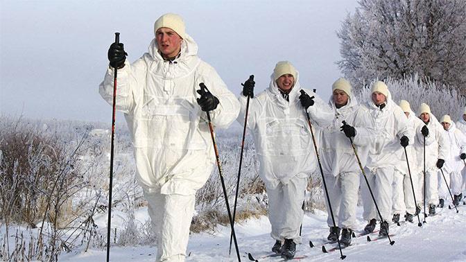 Десантники из десяти регионов РФ отправились в лыжный переход, посвященный 100-летию Красной Армии