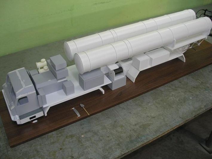 Зенитный ракетный комплекс С-500 масштабная модель