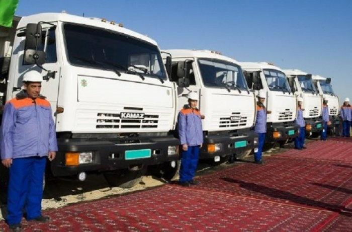 """Новая партия из 200 """"КамАЗов"""" прибыла в Туркмению"""