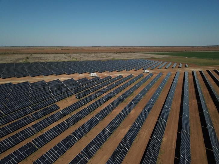 На юге Волгограда ввели в эксплуатацию две солнечные электростанции