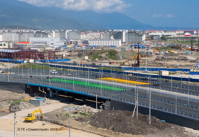 Завершается строительство пешеходных мостов в Олимпийском парке