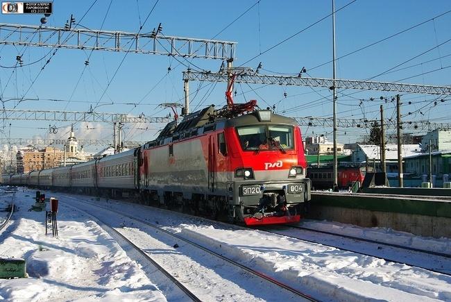 Электровоз ЭП20-004 с поездом №46 Москва-Воронеж