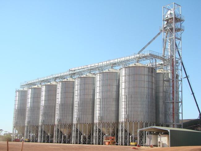 Реализация крупных проектов.  Под Калининградом сооружается элеватор мощностью до 800 тысяч тонн зерна.