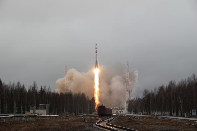 """космодором """"Плесецк"""": пуск ракеты-носителя среднего класса «Союз-2.1б», которая вывела на орбиту космический аппарат «Глонасс-М» (26 апреля 2013 г.)"""