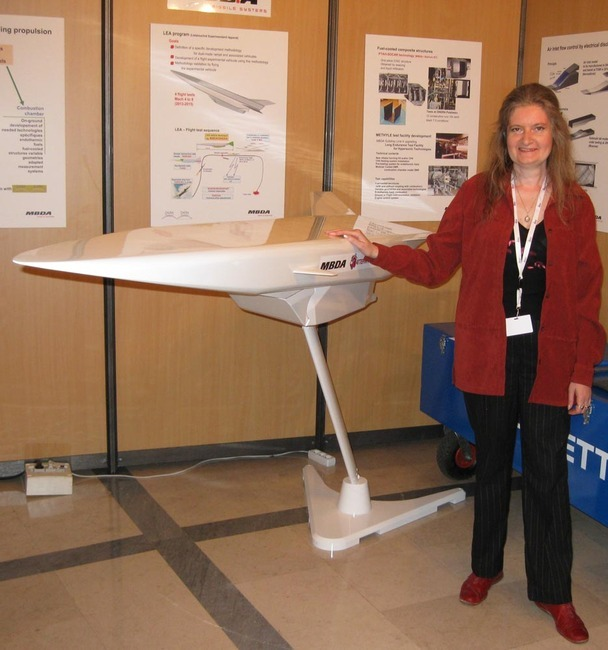 На фото: Молевич Н.Е. на Третьей Европейской Конференции по Аэрокосмическим наукам. 3 EUCASS, Версаль, Франция, 2009г.