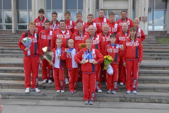 Второй ряд, четвертый слева бессменный тренер Димы Говорова - Юрий Тимофеевич Скляров