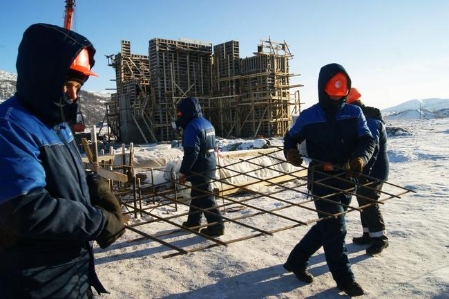 на месторождении Павлик уже начато возведение стен главного корпуса золотоизвлекательной фабрики (ноябрь 2012)