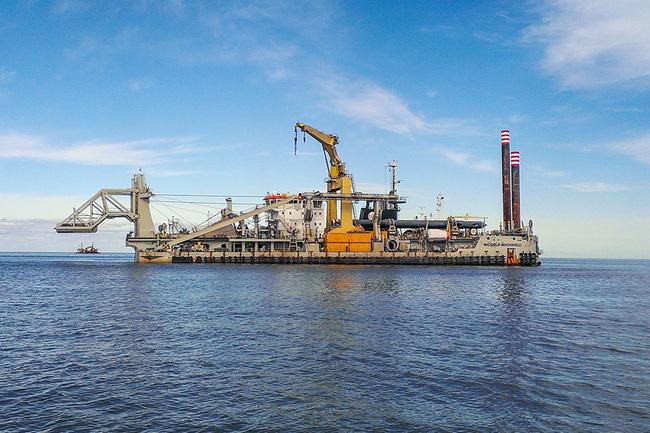 Спущен на воду первый в мире земснаряд на СПГ