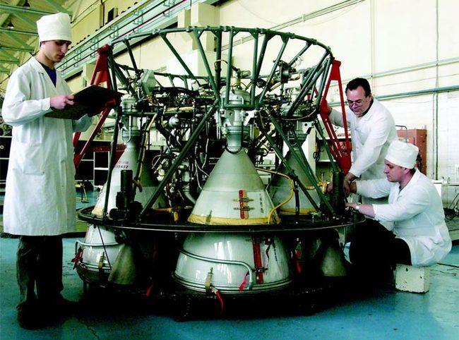 Сборка двигателя РД-0110 для ракет-носителей - www.vmzvrn.ru