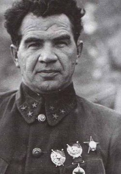 Васи́лий Ива́нович Чуйко́в. Советский военачальник, Маршал Советского Союза (1955). Дважды Герой Советского Союза (1944, 1945).