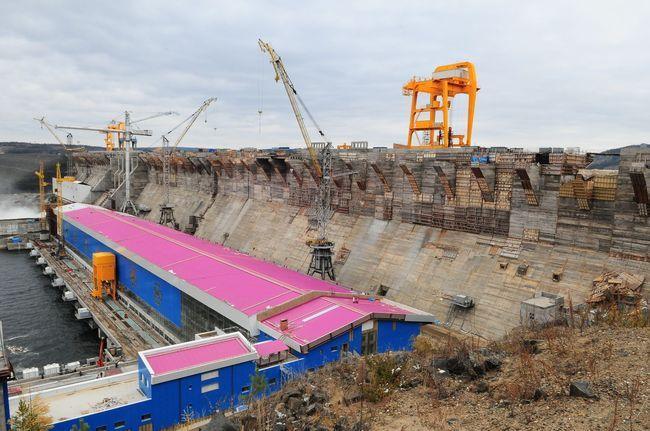 Строительство Богучанской ГЭС. Источник фото vg-news.ru