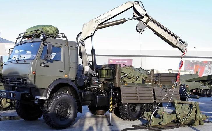 Военные инженеры в Кузбассе получили по гособоронзаказу краны-манипуляторы КМВ-10К