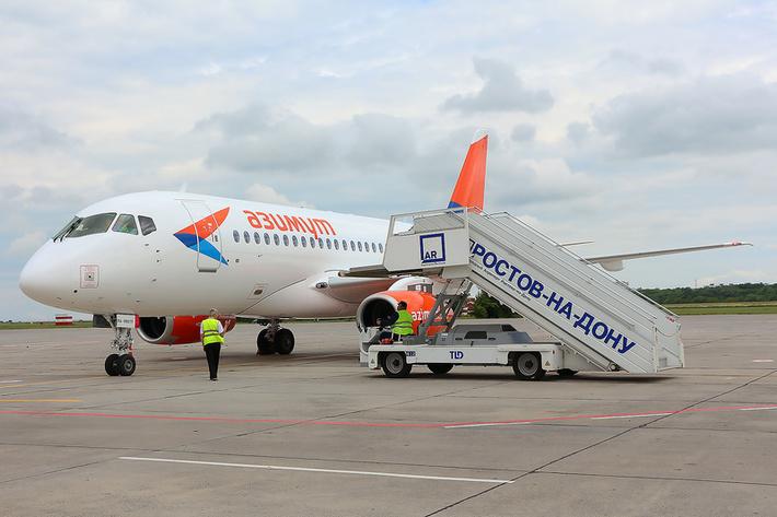Авиакомпания «Азимут» выполнила первый коммерческий полёт