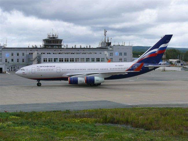 "ИЛ-96-300 авиакомпании ""Аэрофлот"" в аэропорту Южно-Сахалинска"