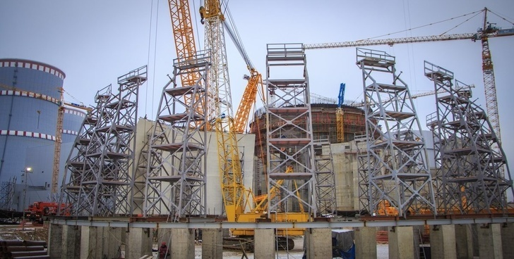 На Ленинградской АЭС-2 началась сборка верхнего яруса купола внутренней защитной оболочки