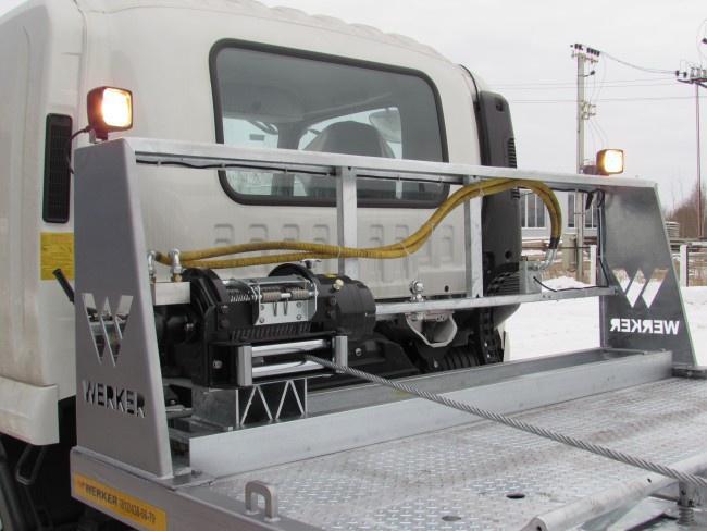 Козырек платформы с лебедкой и осветительными приборами