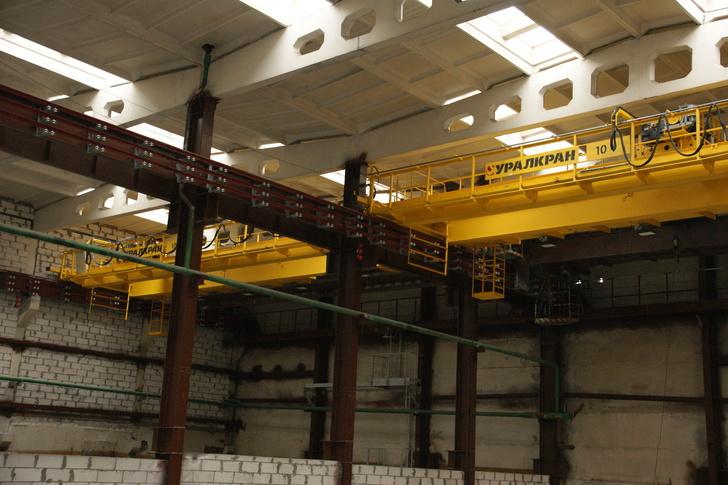 КМЭЗ установил новые краны в строящемся цехе медной электролитической фольги