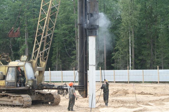 Забивается первая свая в основание будущего корпуса резидента ОЭЗ «Дубна» компании «ОЦЭТ».