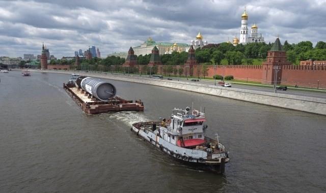На Московский НПЗ из Петрозаводска по воде пришла колонна перегонки для «Евро+»