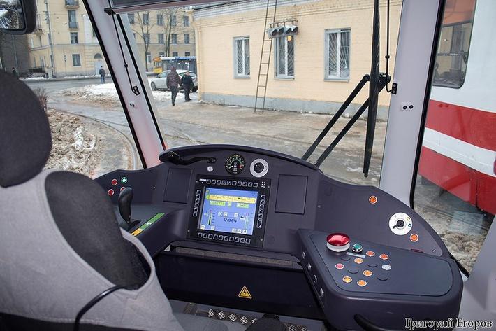 Трамвай трехсекционный