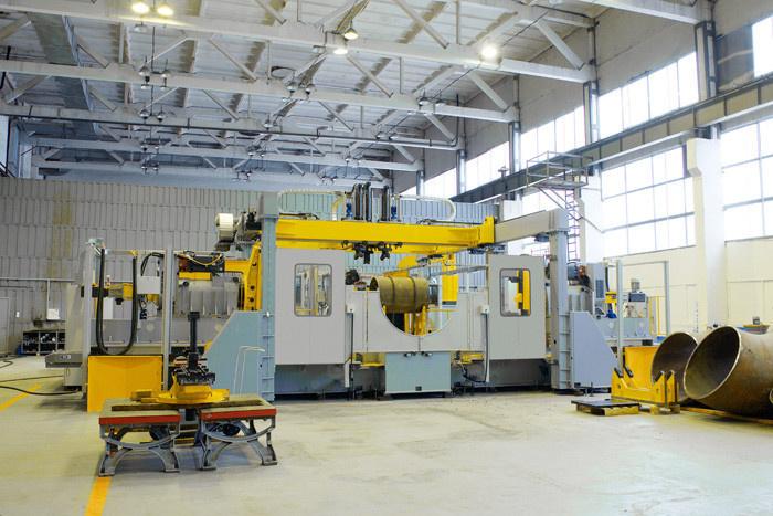 Специальный станок производства СТАНЭКСИМ для механической обработки штампосварных деталей трубопроводов