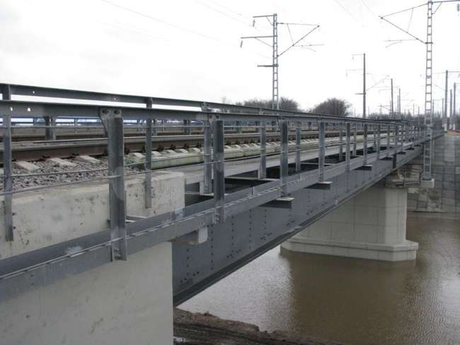 Железнодорожный мост через реку Аксай с двухпутным движением
