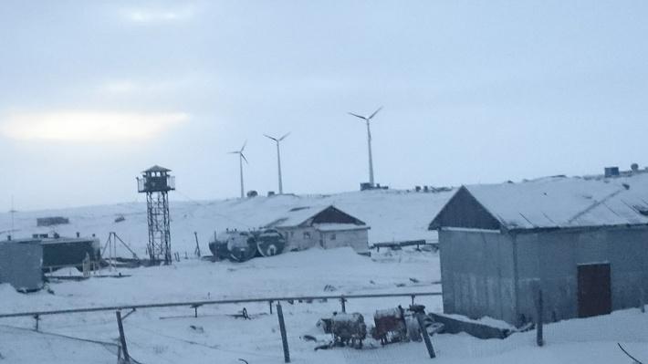 Представленное фото сделано до монтажа четвертого ветряка.