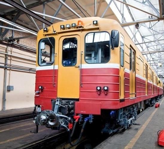 ОЭВРЗ передал Петербургскому метрополитену 4 заказанных вагонов-электровозов