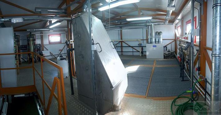 В помещении станции биологической очистки. Под настилами - технологические емкости.