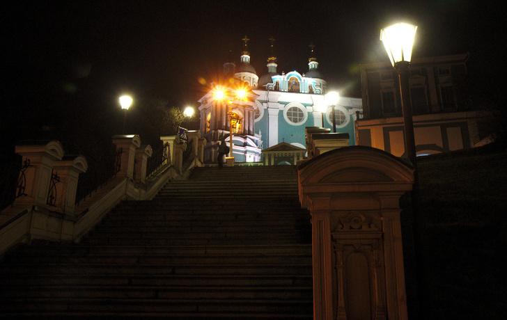 Собо́р Успе́ния Пресвято́й Богоро́дицы — кафедральный шестистолпный собор Смоленской епархии Русской православной церкви