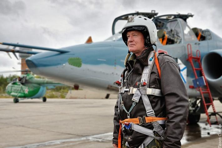 O comandante da aviação naval da Frota do Norte após o voo