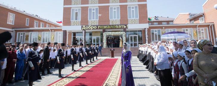 В Чечне открыта школа на 360 мест и спорткомплекс