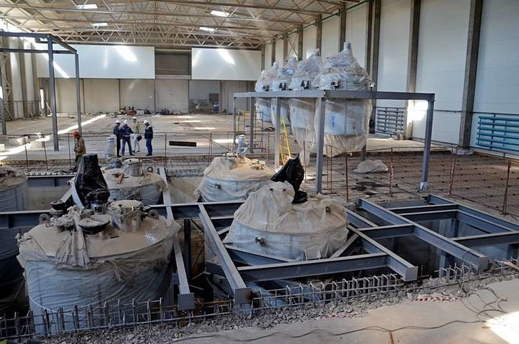 во время монтажа оборудования на строящемся заводе