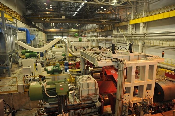 На ЧерМК запустили агрегат перемотки рулонов