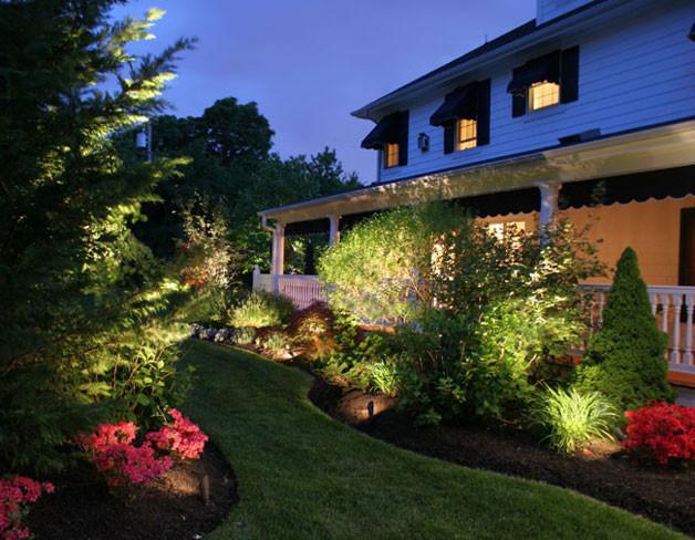 Светодиодная подсветка прилегающей территории дома