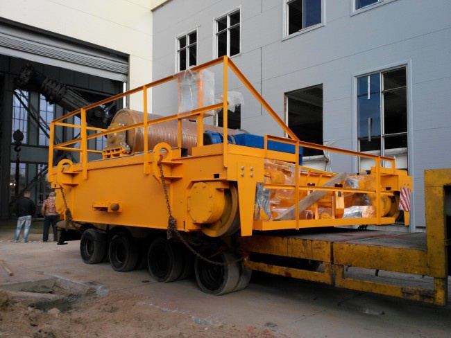 Механизм подъема крана, расчитанный на нагрузку в 125 тонн - целиком российского производства. Импортозамещение в действии!