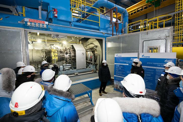 Осмотр ГПА в цехе дожимной компрессорной станции