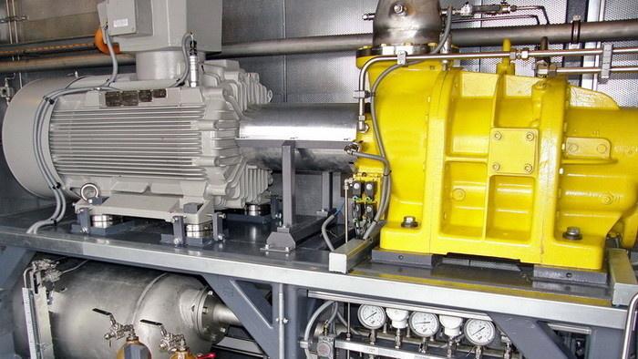 Основа ВКС – компрессорный агрегат (электродвигатель и винтовой компрессор)