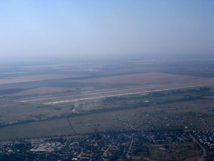 Аэродром перед началом реконструкции 1 этапа, самая дальняя - ВПП2