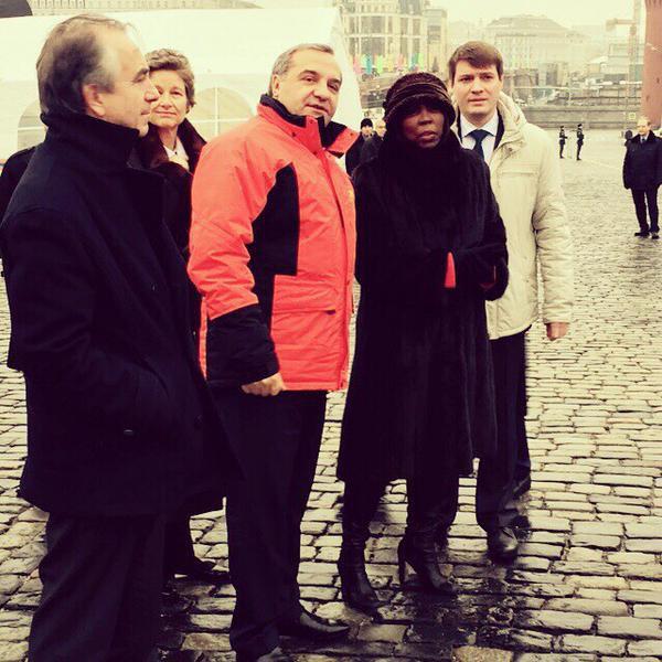 Министр МЧС Пучков и представители ООН на торжественной церемонии передачи